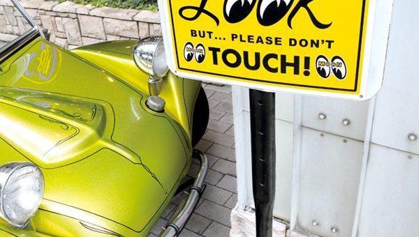 ムーンアイズ LOOK But Please Don't Touch! プレート 新商品のご案内 MOONEYES